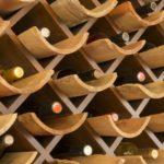Schickes Weinregal – für eine Runde Luxus im Wohnzimmer